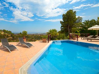 Bernia Villa Sleeps 10 with Pool and Air Con - 5749055