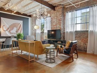 Domio | Warehouse District | Stylish Two Bedroom + Laundry