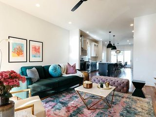 Vibrant 8 BED/4BA ★MUSIC ROW★Townhouse by Domio
