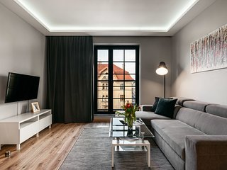 Modern and industrial apartment in historic brewery by the Old Town*AIRPORT