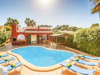 3 bedroom Villa with Air Con, WiFi and Walk to Beach & Shops - 5479287