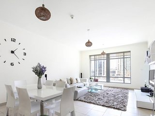 Bright and Spacious 1BR in Downtown Dubai