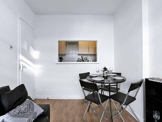 Great Flat in Paddington/Hyde Park, Sleeps 3!