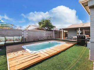The Good Life ★ Modern 4BD w/ Swim Spa ★ Sleeps 16