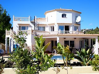 Casa Libra is a charming luxury villa with stunning views for 10 guests, vacation rental in La Llobella