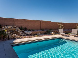 A Dunes Oasis - Custom  home w/private pool, near Sand Hollow