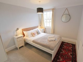 Central 2 bed flat in Clifton, Bristol -Airbristol