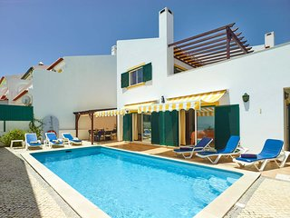 4 bedroom Villa with Air Con, WiFi and Walk to Beach & Shops - 5644715