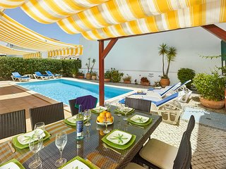 Ferragudo Villa Sleeps 8 with Pool Air Con and WiFi - 5644715