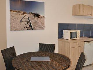 Appartement avec terrasse a cote de la plage