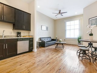 Spacious Condo Steps from French Quarter and Bourbon St