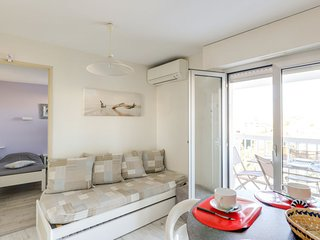 Frejus Apartment Sleeps 4 with Air Con and WiFi