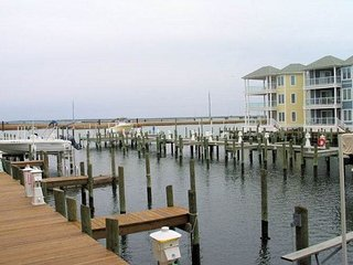 Beats Campin' - 1st Floor Water Front Condo - In Town