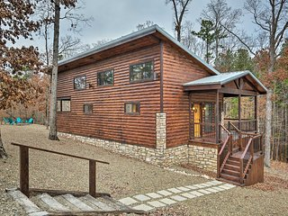 NEW-Broken Bow Honeymoon Studio w/Hot Tub By Lake