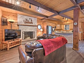 NEW! Luxury Cabin w/Deck - 2 Blocks to Locust Lake