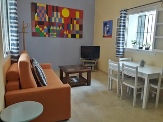 Cozy Old Town Cadiz Apartment, near Caleta Beach at Barrio Viña, Free Wi-Fi