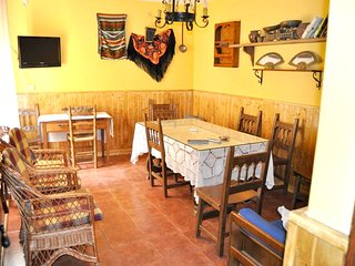 Cozy house in the center of Torrejón el Rubio with Parking, Internet, Washing ma