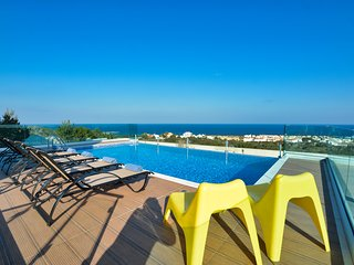 Aetopetra Villa, 4 Bedroom Private Villa with Pool and Panoramic Sea Views