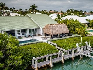 Reel `Em In 3bed/2:5 bath single family  with private pool & dockage