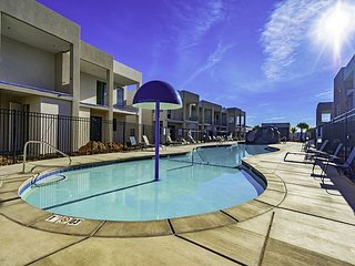 4 bedroom amazing new vacation rental, community pool and hot tub year round!