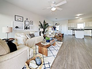 Bay-View Home in Gated Community w/ Brand-New Decor - Short Drive to Beach