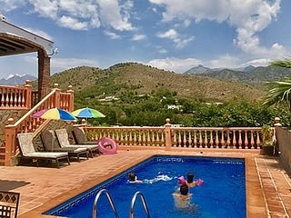 Nerja Villa Sleeps 6 with Pool and Air Con - 5000452