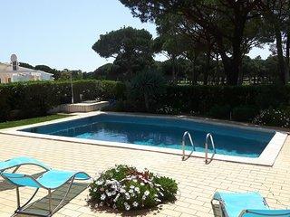 Vilamoura Villa Sleeps 6 with Pool Air Con and WiFi - 5700468