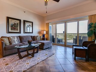 Direct beachfront condo, FREE WIFI, private resort, clean & kid friendly
