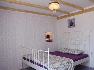 Guest House Gugily- Triple Room with Shared Bathroom and City View