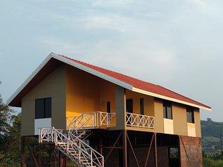 Lake View Holiday Villa Near Sula Winery