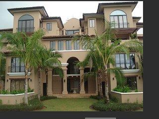 3 bedooms large luxury condo in the center of beautiful Buenaventura