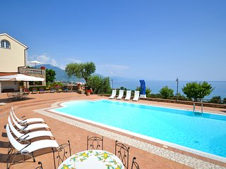 Timpone Villa Sleeps 14 with Pool and Air Con - 5582390