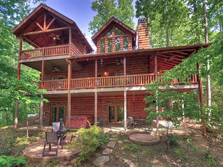 Luxe 6-Acre Blue Ridge Cabin w/Hot Tub & View