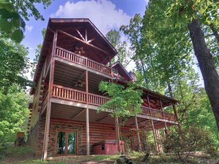 Luxe 6-Acre Blue Ridge Cabin w/Hot Tub & View