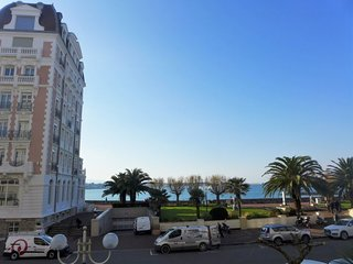 2 bedroom Apartment with WiFi and Walk to Beach & Shops - 5749130