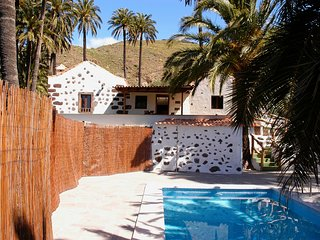 House - 2 Bedrooms with Pool - 106830