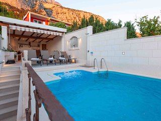 Villa Infinitum Mare with Swimming Pool