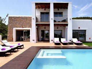 Fantastica casa de lujo con estupendas vistas al casco antiguo de Ibiza y al mar