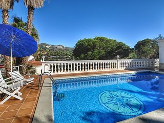 Cozy house a short walk away (205 m) from the 'Platja Canyelles' in Lloret de Ma