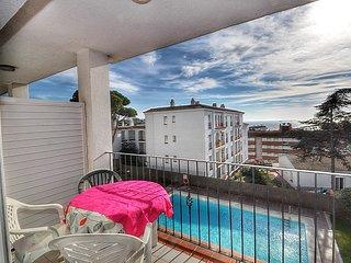 Cozy apartment a short walk away (396 m) from the 'Platja de Fenals' in Lloret d