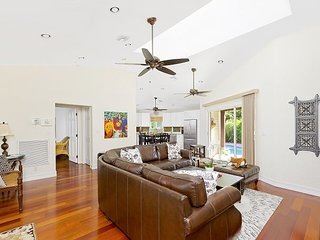 Villa with private pool and garden only blocks from Atlantic Ave!