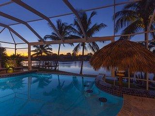 Villa with tiki hut, pool and pool table