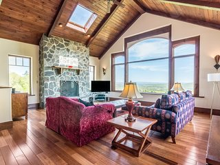 Woodstock Hillside House With Unparalleled Views!