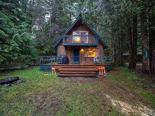 Mt. Baker Lodging Cabin #48 –WOOD STOVE, PETS OK, W/D, DISHWASHER, SLEEPS-5!