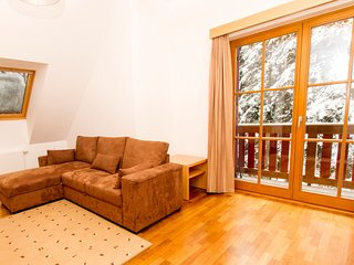 Spacious apartment very close to the centre of Hocko Pohorje with Lift, Internet