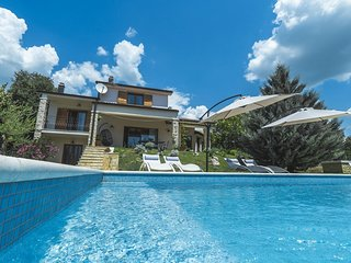 Spacious villa close to the center of Knezovici with Parking, Internet, Washing