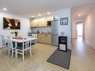 Modern 2BR Apartment in Fuengirola Centre, One Step to Everything