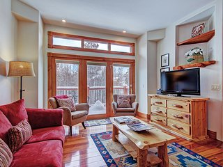 FREE SkyCard Activities - Downtown Townhome, Private Hot Tub, Ski-In/Ski-Out