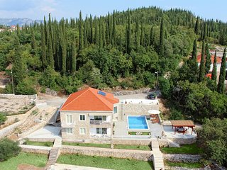 Villa Oasis Cypress - Three Bedroom Villa with Terrace and Swimming Pool