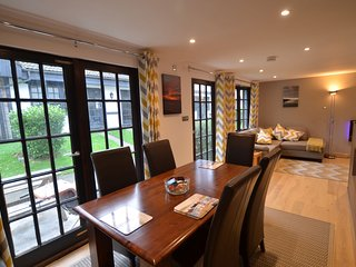 TM - 20 Tudor Court, Tolroy Manor - Large property in the beautiful wooded groun